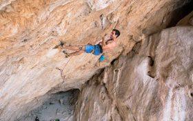 جو کیندر در اولین صعود استخوان تومااواک (Bone Tomahawk)