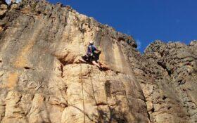 آموزش تکنیک کمربند (Abseiling) در صخره نوردی