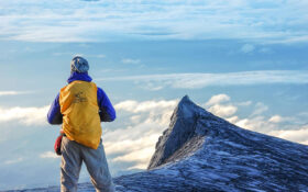 چگونه در کوهستان به تنهایی زنده بمانیم