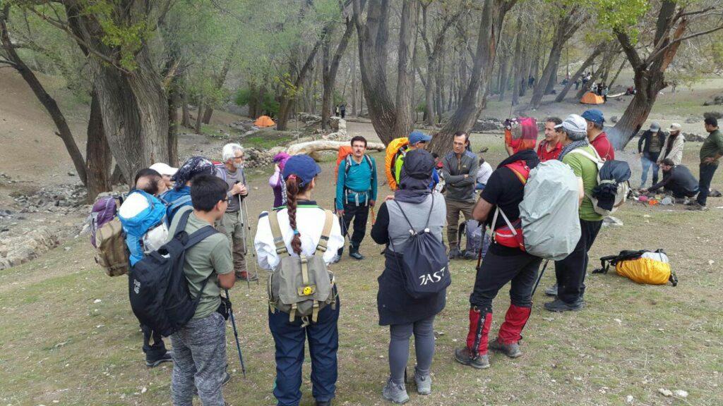 صعود کوهنوردان کانون کوه به قله چین کلاغ